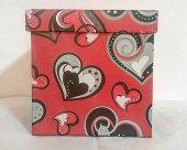 1 Adet Kırmızı Kalp Desenli 20cmx20cm Boyutunda Kare Karton Kutu