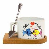 Isme Özel Öpüşen Balıklar Temalı Ahşap Tepsili Çay Fincanı