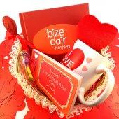Romantik Kırmızı Hediye Sepeti Model 36