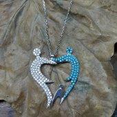 El Ele Tutuşmuş Kalp Modeli Beyaz Ve Mavi Taşlı 925 Ayar Kolye