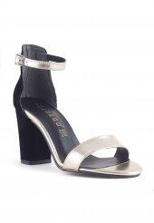 Caresse Siyah Süet Gold Bantlı Topuklu Bayan Ayakkabı