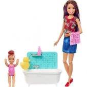 Barbie Bebek Bakıcılığı Küvetli Mor Saçlı Barbie F...